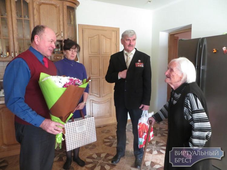 Старейшую жительницу района и города Бреста Варвару Котельникову поздравили с 105-летием