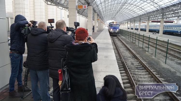 Первые безвизовые туристы прибыли в Брест 1 января 2018 года