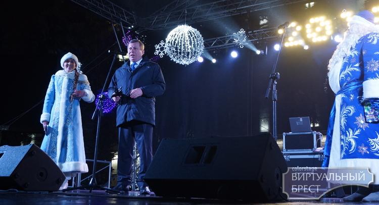 Брест встречает Новый, 2018 год на площадях дискотеками