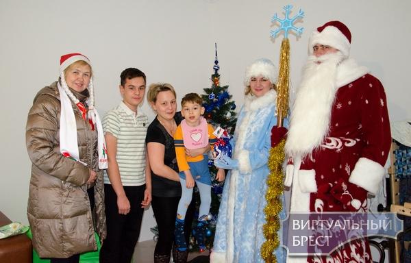 Акцию «Новый год каждому ребенку!» провели в Бресте
