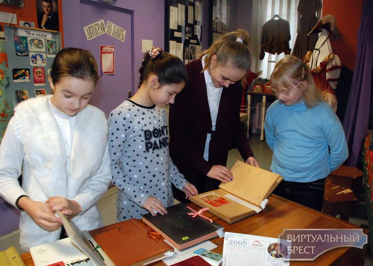 Выставка новогодних открыток эпохи СССР открылась в Бресте
