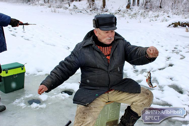 Зима в Жабинке... Как развлекаются и рыбачат в районах