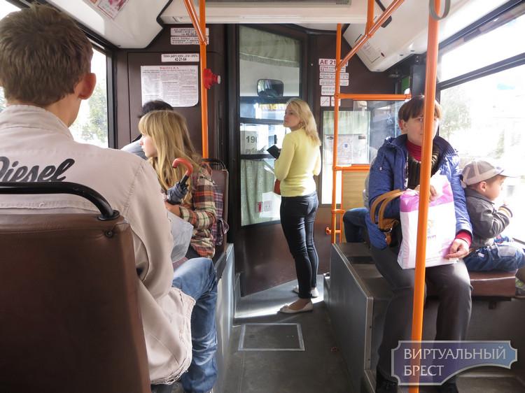 В Бресте ребенок выбежал на дорогу, а пострадал пассажир автобуса