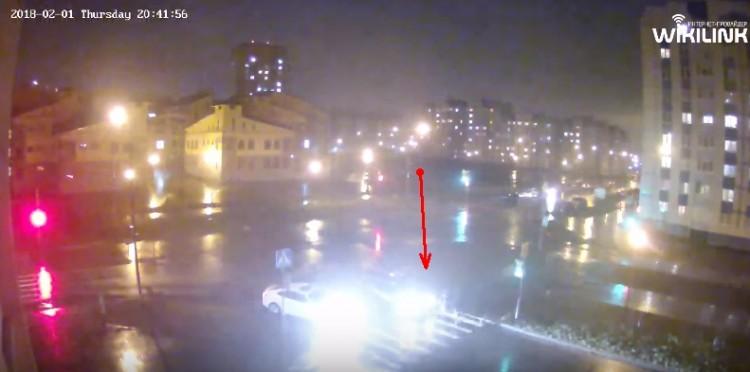 Водитель такси сбил двух парней на переходе. Разошлись миром