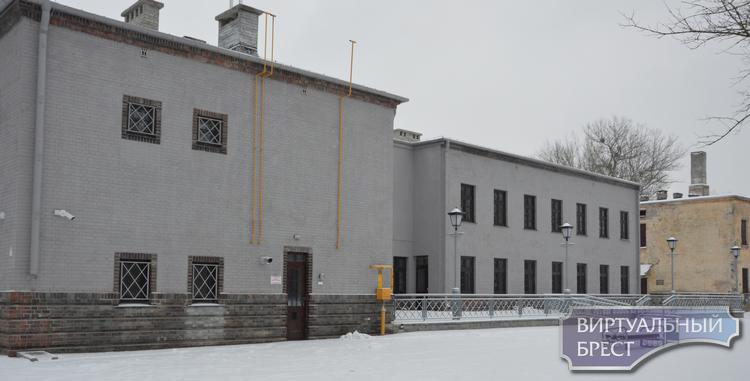 У патриотического центра в крепости провели субботник