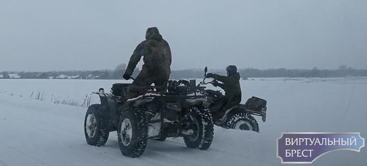 """Лукашенко требует жесткого наказания для """"крутяков"""" на квадроциклах и снегоходах за езду по сельхозугодьям"""