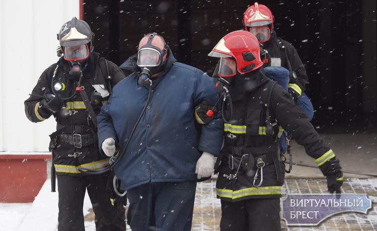 На базе ОАО Брестгазоаппарат провели учения спасатели МЧС
