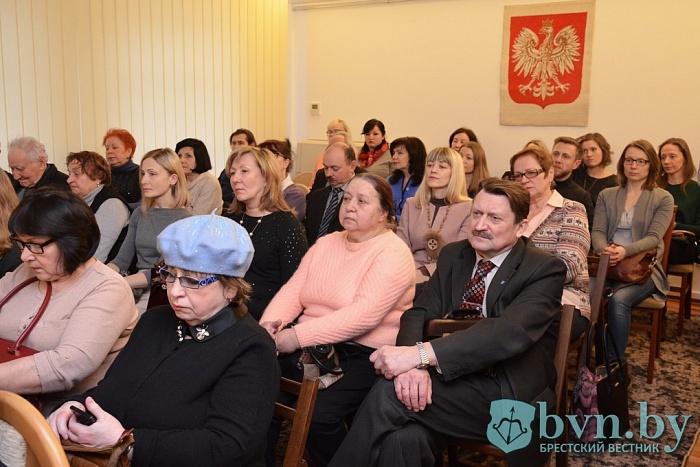 О женщинах Второй Речи Посполитой рассказал в Бресте польский писатель Славомир Копер