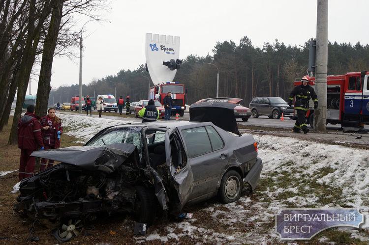 Смертельное ДТП на въезде в Брест: водитель погиб на месте