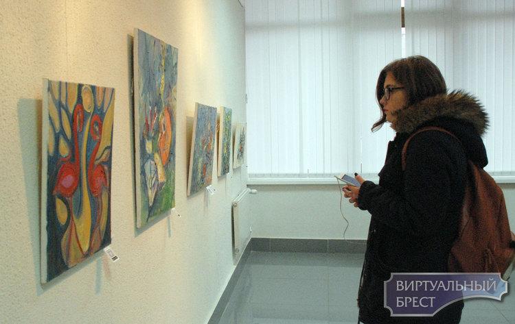 Первая персональная выставка Ирины Цагельник «Изнутри…Разное»