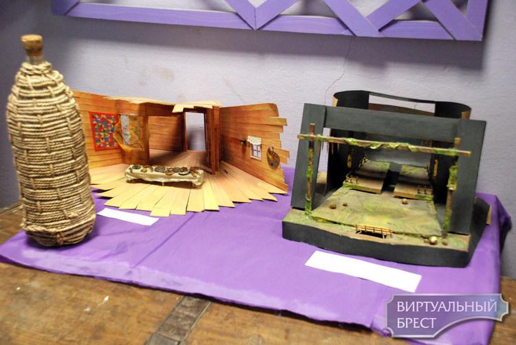 В музее «Брест театральный» работает выставка «Пестрый мир театра»