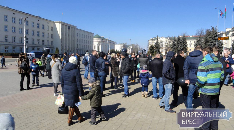 На пл. Ленина в пятый раз кормили голубей. Задержан 14-летний подросток