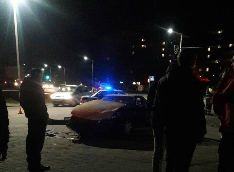 Опубликовано видео, как в Пинске столкнулись автомобиль ГАИ и гражданское авто