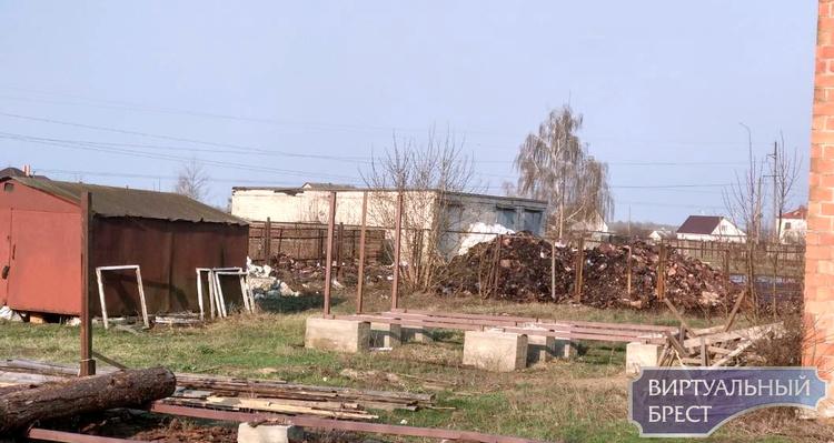 Около 10 т макулатуры сгорело в Пинске