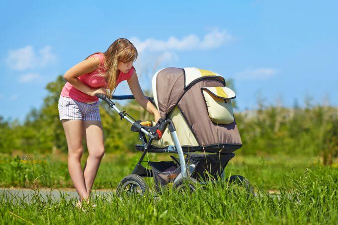 В Бресте пьяная мать уронила коляску с 4-месячным малышом. Ребенок в больнице