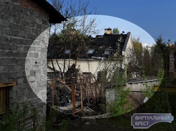 Есть ещё пища для огня после вчерашнего пожара. Пострадала бывшая синагога