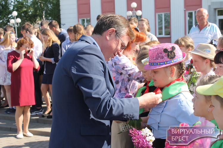 """В Жабинке прошел праздник приема детей и молодежи в ряды ОО """"БРПО"""" и ОО """"БРСМ"""""""