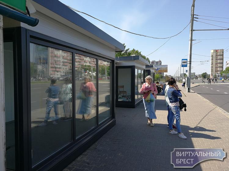 Кондиционер, зарядка телефонов и торговля: новые остановки общественного транспорта в Бресте