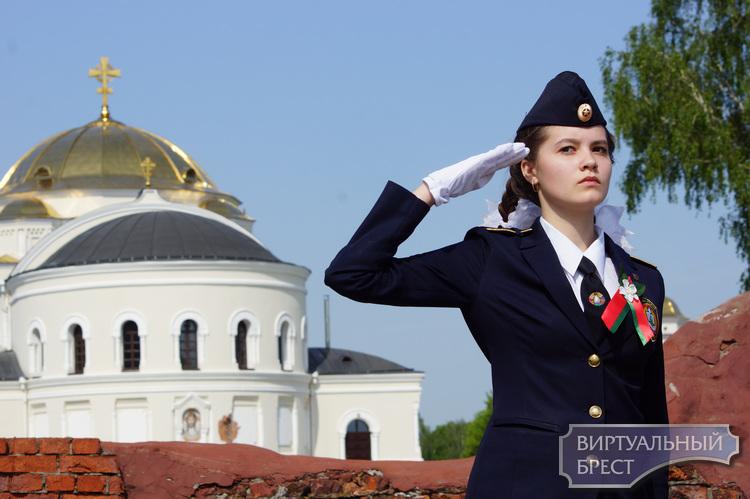 В Бресте состоялось праздничное шествие в честь 73-й годовщины Великой Победы