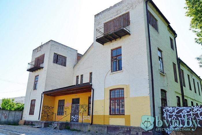«Купите объект № 010040». Что будет со зданием бывшей кирхи в Бресте?