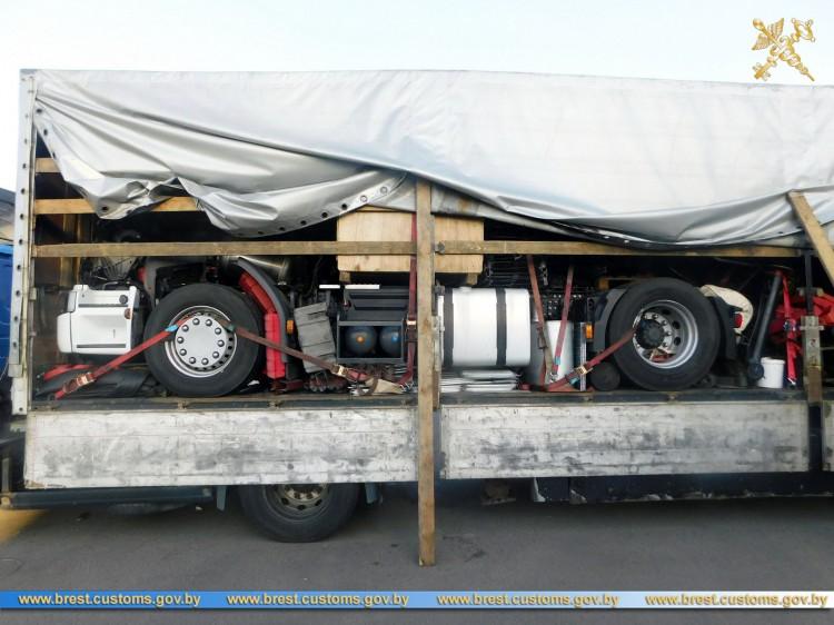 Шасси-рамы грузовых автомобилей перемещались под видом автозапчастей