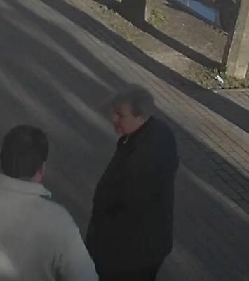 Устанавливается личность мужчины, подозреваемого в хищении мобильного телефона