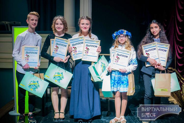 Школьніца з Брэсцкай вобласці стала пераможцай конкурсу «Чытаем па-беларуску з velcom»