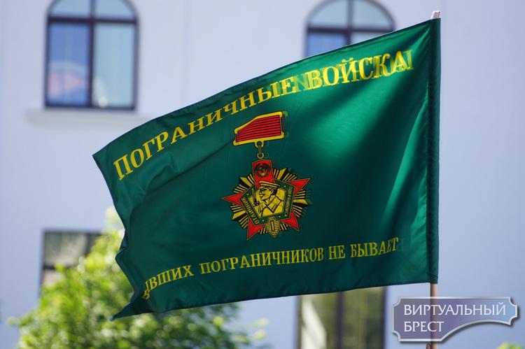 Пограничники в честь 100-летия службы прошли торжественным маршем по городу Бресту