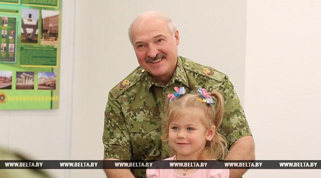 Лукашенко заявляет о необходимости значительного усиления поддержки семей с детьми