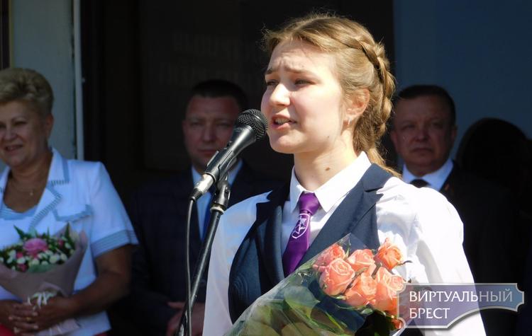 В Московском районе г. Бреста вручили золотые и серебряные медали выпускникам 2018 года
