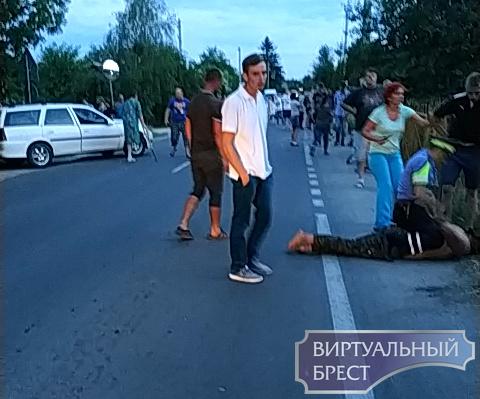 Ужасное ДТП в Чернях: пьяный сбил на остановке двоих детей