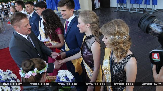 ФОТОРЕПОРТАЖ: Парад и бал выпускников в Бресте