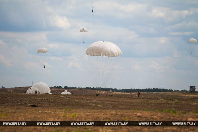 Первый прыжок с парашютом гвардейца-десантника