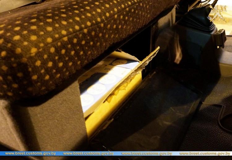 На таможне изъято 670 баночек жевательного табака
