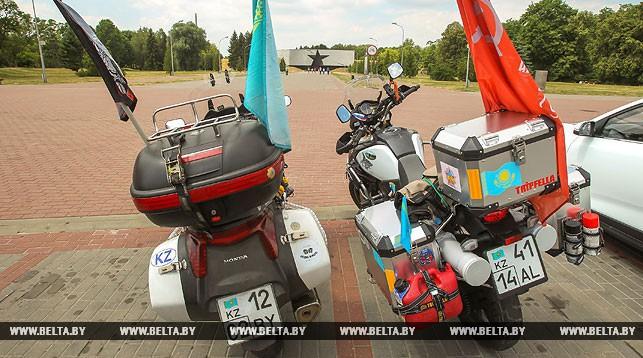 """Международный мотоавтопробег """"Победа без границ"""" финишировал в Бресте"""