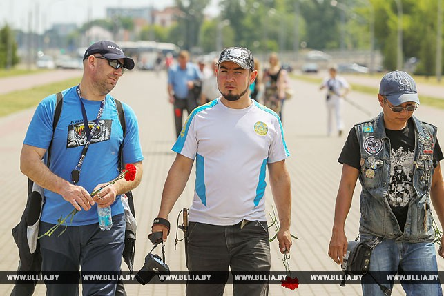 Участники мотоавтопробега из Казахстана Дмитрий Фишер, Дамир Бакраденов, Серик Мурзабеков (слева направо)