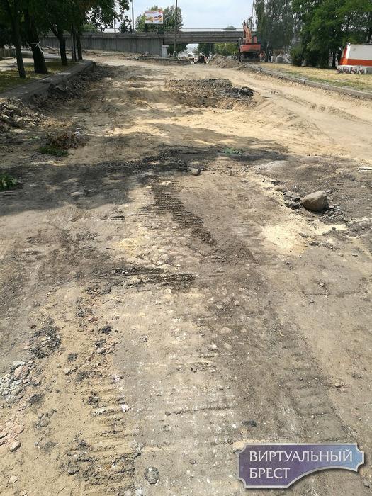 Следы старой мостовой вскрылись при реконструкции ул. Орджоникидзе в Бресте