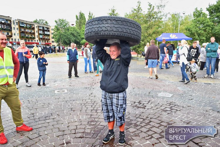 День молодёжи отметили в Бресте на улице Набережной