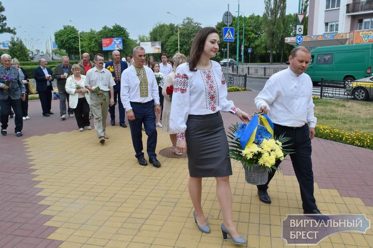 День конституции Украины отметили в Бресте 28 июня