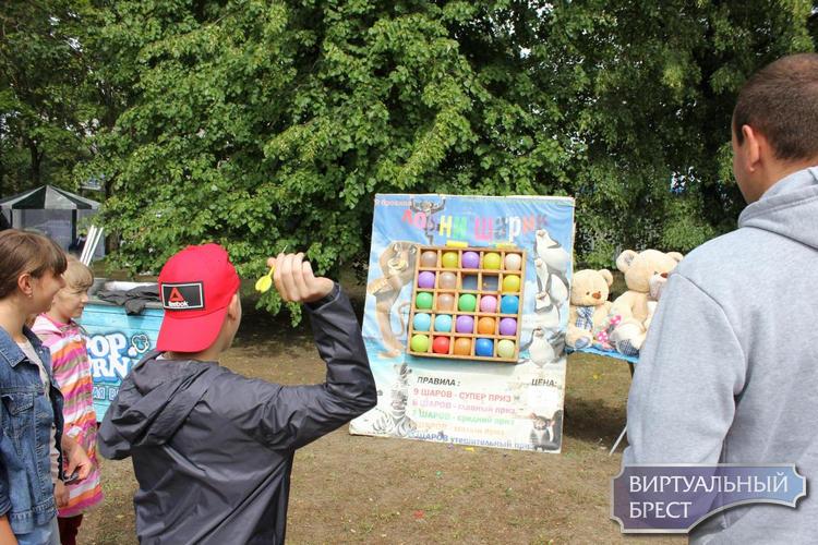 В микрорайоне Дубровка прошел праздник «Беларусь молодая»