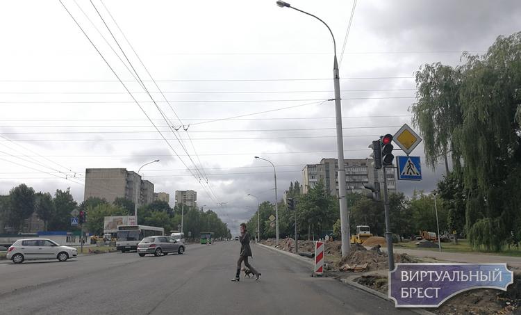 На Партизанском проспекте убрали пешеходный переход у перекрёстка с Молодогвардейской
