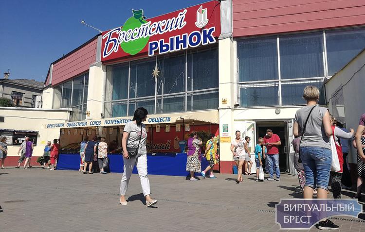 """Мужчина утверждает, что в обменнике на """"колхозном"""" рынке ему не дали 50 рублей"""
