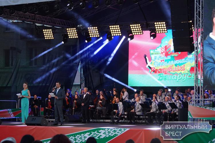 Концерт к Дню Независимости Республики Беларусь состоялся на пл. Ленина в Бресте
