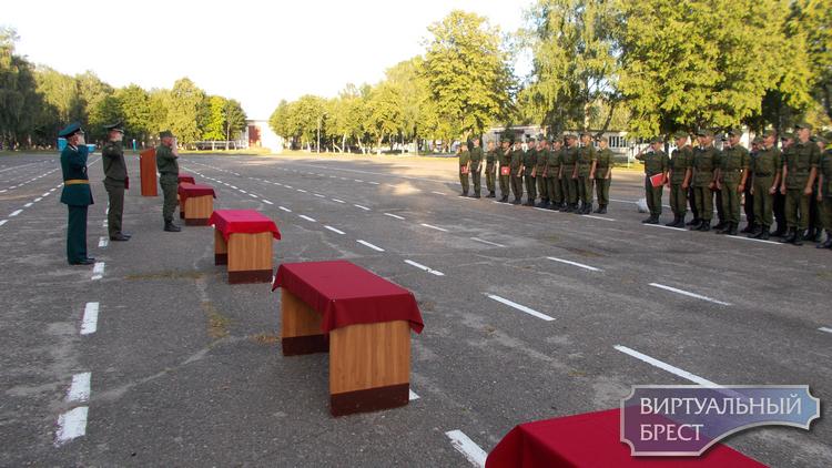 В 48 отдельном батальоне прошел ритуал принятия Кодекса чести