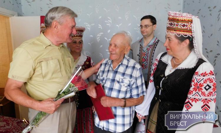 Юбилейную дату отметил ветеран Великой Отечественной войны  Петр Федорович Колпаков. В июле ему исполнилось 95 лет