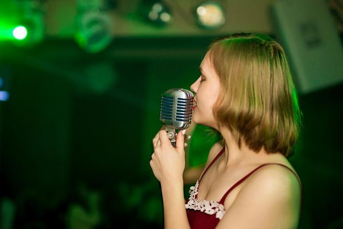 Бессонница против успеваемости: как студенты подрабатывают в ночных клубах Бреста