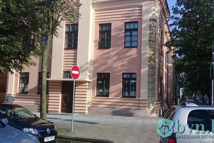 В здании бывшего суда на Будённого восстановили даже исторический цвет стен