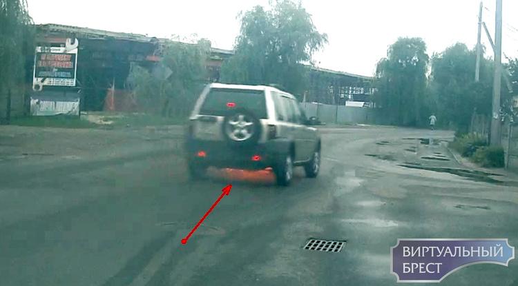 В Бресте на ходу загорелся автомобиль - потушил проезжавший мимо водитель автобуса