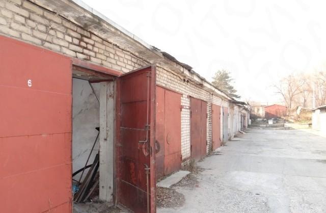 Горисполком ищет владельцев гаражей на придомовых территориях
