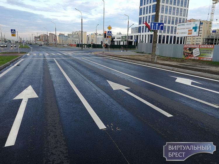 """Разбираемся, как теперь проезжать перекрёсток Варшавка-Махновича, если """"налево"""" нельзя"""